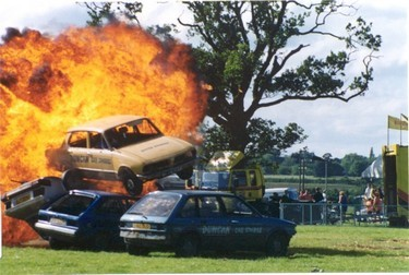 Centre ring stunt car performance