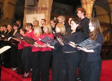 Mixed chamber choir with a wide repertoire of pieces from Elizabethan Madrigals